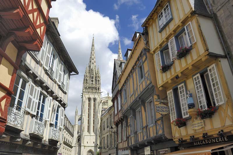 vue-sur-la-cathedrale-saint-corentin-a-quimper_large_rwd